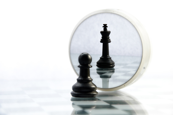 pawn pieces on the chessboard, the reflection in the mirror king